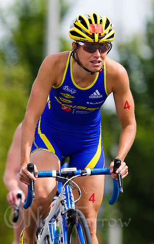 22 MAY 2011 - DUNKERQUE, FRA - Erin Densham (Poissy Triathlon) - women's round of the 2011 French Grand Prix triathlon series (PHOTO (C) NIGEL FARROW)