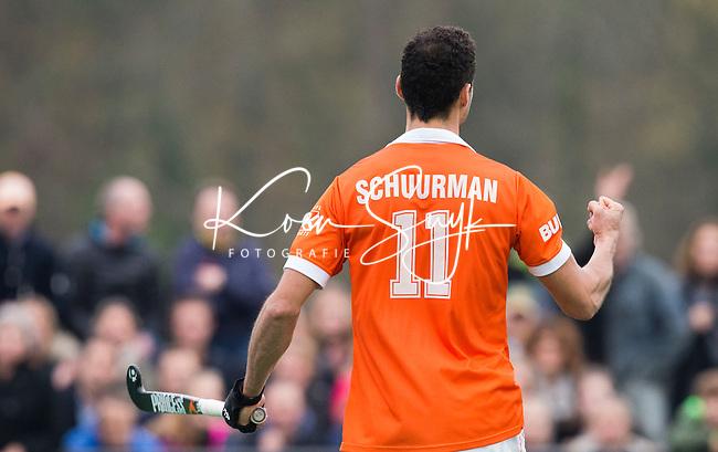 BLOEMENDAAL - Bloemendaal-Amsterdam (2-1) .   Glenn Schuurman heeft 1-1 gemaakt uit een strafbal.    COPYRIGHT  KOEN SUYK