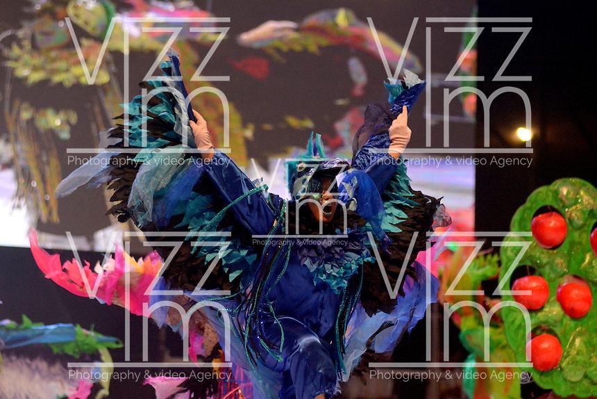 BARRANQUILLA-COLOMBIA- 11-02-2017: Danza Identidad participante en La Fiesta de Danzas y Cumbias del Carnaval de Barranquilla 2016 invita a todos los colombianos a contagiarse del Jolgorio general encabezado por su reina Marcela Garcia Caballero. Este desorden organizado dará la oportunidad de apreciar a propios y extraños el desfile de danzas, disfraces y hacedores del carnaval que la convierten en una de las festividades más importantes del país y que se lleva a cabo hasta el 9 de febrero de 2016. / Danza Identidad paticipant of The party of Dances and Cumbias of Carnaval de Barranquilla 2016 invites all Colombians to catch the general reverly led by their Queen Marcela Garcia Caballero. This organized disorder gives the oportunity to appreciate, by friends and strangers, the parade of dancers, customes and carnival makers that make it one of the most important festivals of the country and take place until February 9, 2016.  Photo: VizzorImage / Alfonso Cervantes / Cont