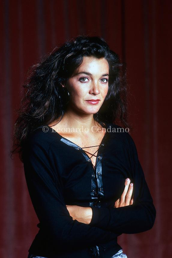 """Il film """"Sapore di Mare"""" è stato il primo di una lunga serie di film per Marina Suma, che però ha abbandonato il mondo dello spettacolo per trasferirsi a Salina ... Milano, 1990. © Leonardo Cendamo"""
