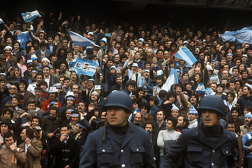 01.06.1978 Argetina. Argentinian Police block the pitch from invasion by fans at the Estadio Antonio Liberti Monumental de River Plate  World Cup finals 1878.