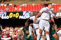 SÃO PAULO, SP, 10 DE MARÇO DE 2013 - CAMPEONATO PAULISTA - SÃO PAULO x PALMEIRAS: Rafael Toloi (e) e Henrique (d) durante partida São Paulo x Palmeiras, válida pela 11ª rodada do Campeonato Paulista de 2013, disputada no estádio do Morumbi em São Paulo. FOTO: LEVI BIANCO - BRAZIL PHOTO PRESS