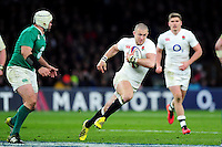 Mike Brown of England goes on the attack. RBS Six Nations match between England and Ireland on February 27, 2016 at Twickenham Stadium in London, England. Photo by: Patrick Khachfe / Onside Images