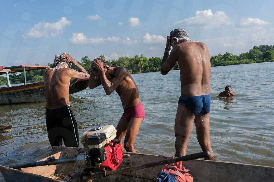 May 1st, 2017 - Nakasang (Laos). Phi bob wash after completing their swim along the banks of the village. They will change into fresh clothes and separate into two groups to complete the ceremony. © Thomas Cristofoletti / Ruom