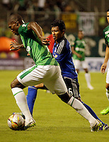 PALMIRA -COLOMBIA-01-03-2015. German Mera (Izq) jugador del Deportivo Cali disputa un balón con Luis Mosquera (Der) jugador del Millonarios durante partido por la fecha 7 de la Liga Aguila I 2015 jugado en el estadio Palmaseca de la ciudad de Palmira./  German Mera (L) player of Deportivo Cali fights the ball with Luis Mosquera (R) player of Millonarios during match for the 7th date of Aguila League I 2015 played at Palmaseca stadium in Palmira city Photo: VizzorImage/ Juan C. Quintero /STR  Photo: VizzorImage/Juan C. Quintero/STR