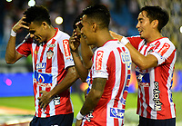 BARRANQUILLA-COLOMBIA, 19-05-2019: Luis Narváez de Atlético Junior, celebra con sus compañeros de equipo después de anotar el gol de su equipo, durante partido entre Atlético Junior y Deportes Tolima, de la fecha 3 de los cuadrangulares semifinales por la Liga Águila I 2019,  jugado en el estadio Metropolitano Roberto Meléndez de la ciudad de Barranquilla. / Luis Narvaez of Atletico Junior celebrates with his teammates after scoring the goal of his team, during a match between Atletico Junior and Deportes Tolima, of the 3rd date of the semifinals quarters for the Aguila Leguaje I 2019  played at the Metropolitano Roberto Melendez Stadium in Barranquilla city, Photo: VizzorImage / Alfonso Cervantes / Cont.