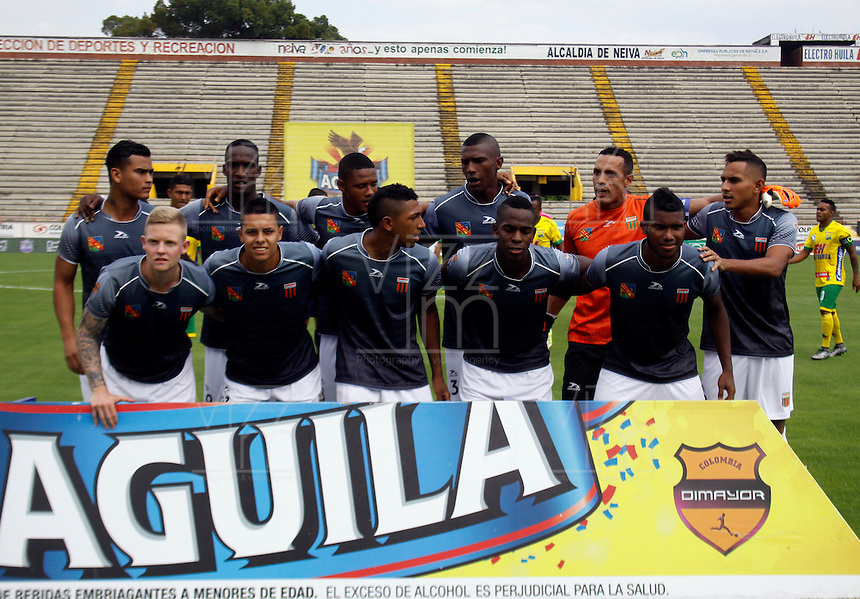 NEIVA - COLOMBIA -06 -02-2016: Los jugadores de Envigado FC posan para una foto durante partido entre Atletico Huila y Envigado FC por la fecha 2 de la Liga Aguila, I 2016 en el estadio Guillermo Plazas Alcid de Neiva. / The players of Envigado FC pose for a photo during match between Atletico Huila and Envigado FC for the date 2 of the Liga Aguila I 2016 at the Guillermo Plazas Alcid Stadium in Neiva city. Photo: VizzorImage  / Sergio Reyes / Cont.