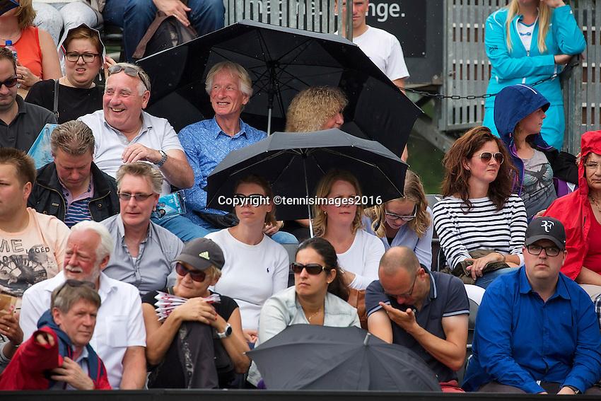 Den Bosch, Netherlands, 10 June, 2016, Tennis, Ricoh Open, Rain droplets<br /> Photo: Henk Koster/tennisimages.com