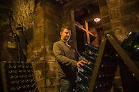 Europe/France/Centre/Indre-et-Loire/Vallée de la Loire/ Chançay: Domaine Vigneau-Chevreau - belles caves troglodytiques - AOP - Apellation Vouvray controlée Mr Vigneau Auto N: 2013-124