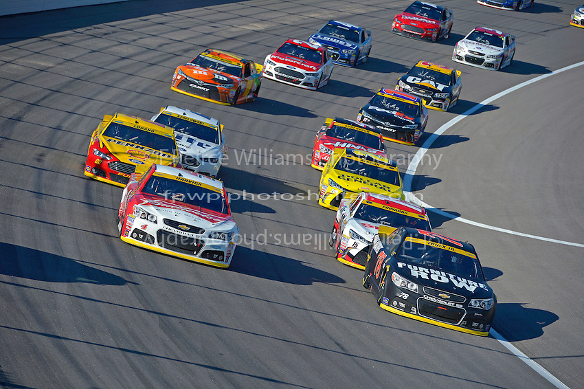 Kevin Harvick (#4) and Martin Truex, Jr.(#78) lead the field