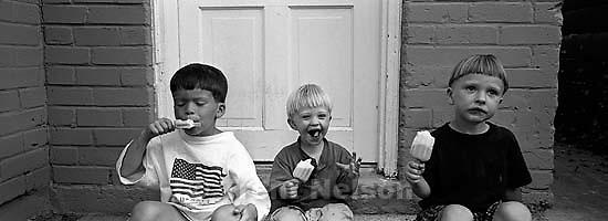 Ed Zambrano, Nathaniel Nelson, Noah Nelson eating popsicles.<br />