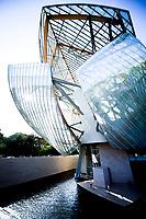 Vue generale  Exterieur de la Fondation Louis Vuitton<br /> Parigi 16-10-2017 MoMa <br /> Esposizione Arte moderna <br /> Foto JB Autissier / Panoramic / Insidefoto