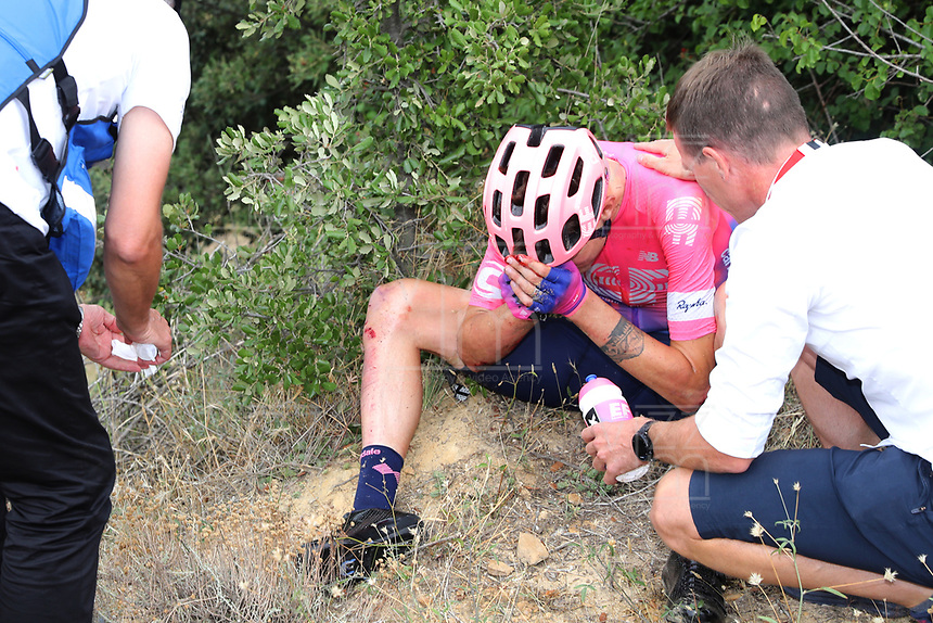 ESPAÑA, 29-08-2019: Tejay van Garderen (USA - EF Education First) se duele después de una caída que le significó el retiro de la competencia durante la etapa 6, hoy, 29 de agosto de 2019, que se corrió entre Mora de Rubielos y Ares del Maestrat con una distancia de 198,9 km como parte de La Vuelta a España 2019 que se disputa entre el 24/08 y el 15/09/2019 en territorio Español. / Tejay van Garderen (USA - EF Education First) reacts after a fall that meant the withdrawal of competition during stage 6 today, August 29, 2019, from Mora de Rubielos to Ares del Maestrat with a distance of 198,9 km as part of Tour of Spain 2019 which takes place between 08/24 and 09/15/2019 in Spain.  Photo: VizzorImage / Luis Angel Gomez / ASO<br />