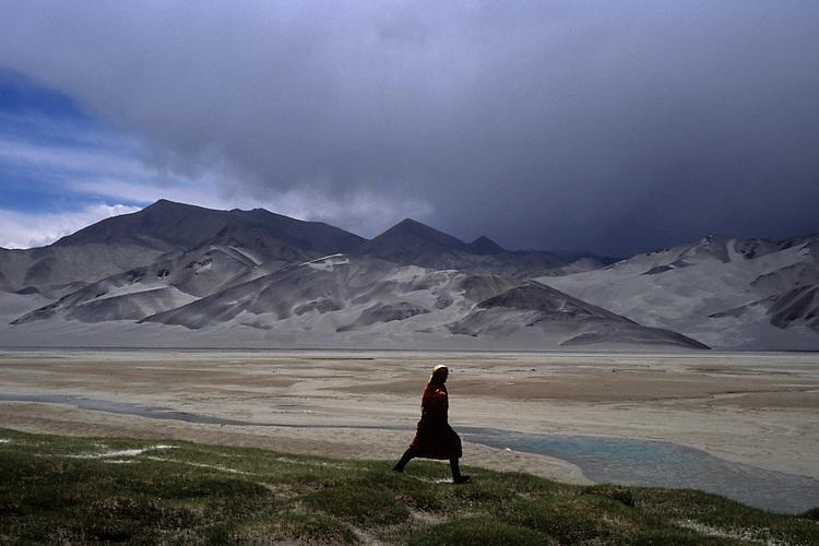 On the road to Pakistan, Xinjiang, China, 2007