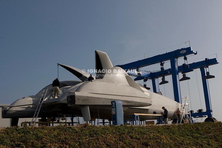 Earthrace preparations in Vulkan Shipyard, 21/1/2008 Puerto de Sagunto, Valencia, Spain