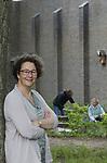Foto: VidiPhoto<br /> <br /> NIJMEGEN – RK-pastores Joska van der Meer, in de Ontmoetingstuin van de Ontmoetingskerk in Nijmegen. De kerk wordt gebruikt door zowel de rooms-katholieke parochie als door de protestantse gemeente.