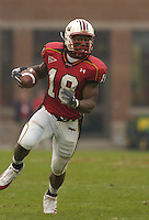 30 October 2004:   Maryland's Vernon Davis (18) breaks off a long gain.  Maryland upset #5 Florida State 20-17 October 30, 2004 at Byrd Stadium in College Park, MD..
