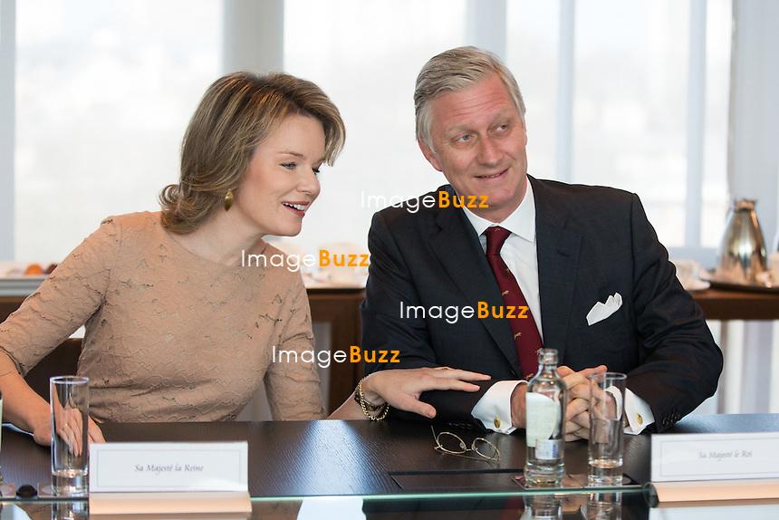 Le roi Philippe et la reine Mathilde de Belgique visitent les locaux de RTL House.<br /> Les souverains ont rencontr&eacute; l&rsquo;&eacute;quipe de Place Royale ( Thomas De Bergeyck et Emilie Dupuis ) ainsi que les studios de RTL info, en compagnie d&rsquo;Hakima Darhmouch et Michel De Maegd.<br /> Belgique, Bruxelles, 17 mars 2016<br /> King Philippe &amp; Queen Mathilde of Belgium during a visit at the RTL House Television Studios in Brussels.<br /> Belgium, Brussels, 17 March 2016