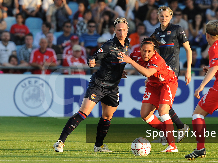 Uefa Women 's Champions League Final 2010 at  Coliseum Alfonso Perez in Getafe , Madrid : Olympique Lyon - Turbine Potsdam : Nadine Kessler in duel met Amandine Henry.foto DAVID CATRY / Vrouwenteam.be