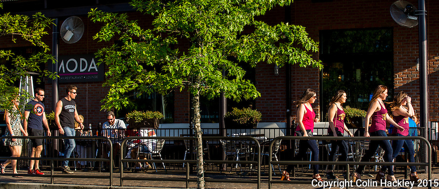 Sidewalk strollers pass Moda an italian eatery in Tallahassee's College Town.<br /> <br /> COLIN HACKLEY PHOTO
