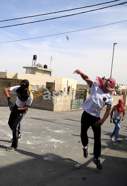 Palestinian protesters throw stones at Israeli police during clashes in Jabal al-Mukaber neighborhood, southern Jerusalem, on October 13, 2015. A wave of stabbings that hit Israel, Jerusalem and the West Bank this month along with violent protests in annexed east Jerusalem and the occupied West Bank, has led to warnings that a full-scale Palestinian uprising, or third intifada, could erupt. The unrest has also spread to the Gaza Strip, with clashes along the border in recent days leaving nine Palestinians dead from Israeli fire. Photo by Mahfouz Abu Turk