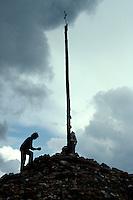 bei Astorga, Cruz de Ferro am Jakobsweg, Kastilien-León, Spanien.