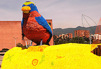MEDELLIN -COLOMBIA-01-AGOSTO-2014. Con un homenaje a nuestra naturaleza con gigantescos animales de flores como este pajaro situado en La Plaza Mayor  se da incio a la 57 edicion de la Feria de Las Flores de Medellin  ./  With a tribute to our animal nature with giant flowers as this bird located in La Plaza Mayor depiction is given to the 57th edition of the Feria de Las Flores Medellin.  Photo:VizzorImage / Luis Rios / Stringer