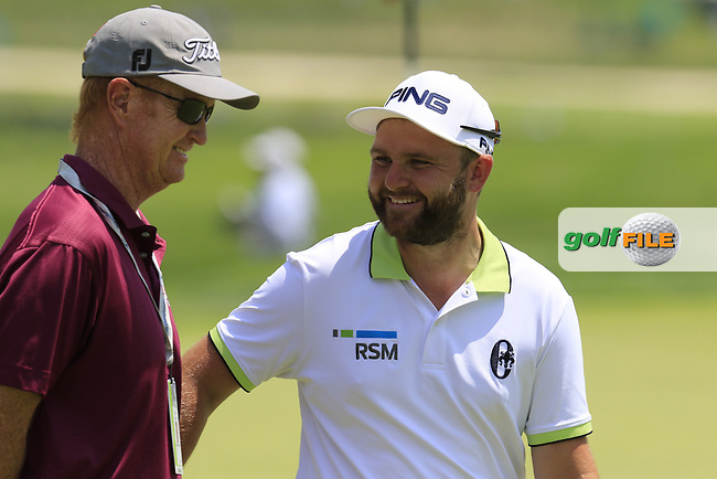 Andy Sullivan (ENG) chats with coach Jamie Gough on the practice green during Wednesday's Practice Day of the 2016 U.S. Open Championship held at Oakmont Country Club, Oakmont, Pittsburgh, Pennsylvania, United States of America. 15th June 2016.<br /> Picture: Eoin Clarke | Golffile<br /> <br /> <br /> All photos usage must carry mandatory copyright credit (&copy; Golffile | Eoin Clarke)
