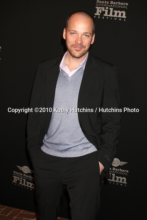 Peter Sarsgaard .arriving at the 25th Santa Barbara International Film Festival Cinema Vanguard Awards.Lobero Theater.Santa Barbara, CA.February 12, 2010.©2010 Kathy Hutchins / Hutchins Photo....