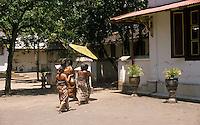 daily life in the palace (kratòn) of the sultan in Yogyakarta..scene di vita quotidiana nel palazzo del sultano a Yogyakarta