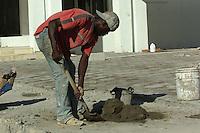 un nacional  haitiano  trabaja hoy 7 de diciembre del 2008 en una construcci&oacute;n en Santo Domingo. Un alto porcentaje de la mano factura de la construcc&iacute;on dominica que da en manos de haitinos.<br /> Santo Domingo, Rep&uacute;blica Dominicana.<br /> Foto: &copy; Cesar De La Cruz
