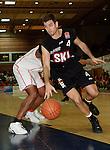 Basketball, BBL 2003/2004 , 1.Bundesliga Herren, Wuerzburg (Germany) X-Rays TSK Wuerzburg - GHP Bamberg (62:84) Chris Ensminger (Bamberg) am Ball, links Tony Kitchings (Wuerzburg)