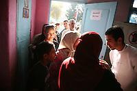 23 ottobre 2011 Tunisi, elezioni libere per l'Assemblea Costituente, le prime della Primavera araba: persone in fila per votare.<br /> premieres elections libres en Tunisie octobre <br /> tunisian elections