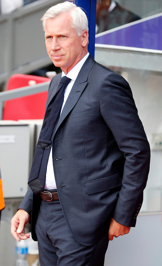 Crystal Palace manager Alan Pardew <br /> <br /> Photographer Kieran Galvin/CameraSport<br /> <br /> Football - Barclays Premiership - Crystal Palace v Manchester City - Saturday 12th October  2015 - Selhurst Park - London<br /> <br /> &copy; CameraSport - 43 Linden Ave. Countesthorpe. Leicester. England. LE8 5PG - Tel: +44 (0) 116 277 4147 - admin@camerasport.com - www.camerasport.com