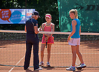 Netherlands, Dordrecht, August 03, 2015, Tennis,  National Junior Championships, NJK, TV Dash 35, umpire does the toss<br /> Photo: Tennisimages/Henk Koster