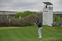 Bubba Watson (USA) chips on to 12 during day 5 of the World Golf Championships, Dell Match Play, Austin Country Club, Austin, Texas. 3/25/2018.<br /> Picture: Golffile | Ken Murray<br /> <br /> <br /> All photo usage must carry mandatory copyright credit (&copy; Golffile | Ken Murray)