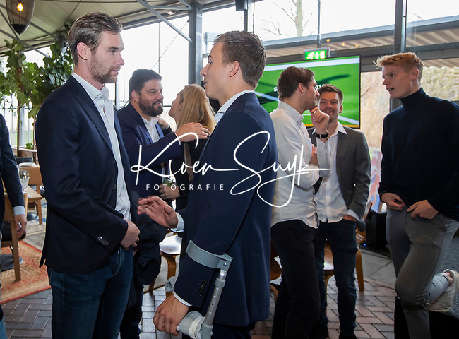 VOGELENZANG - Thijs van Dam (Ned) , net geopereerd , met Mirco Pruyser (Ned)  Spelerslunch KNHB 2019.   Hockey internationals Nederlands dames en heren met sponsoren. COPYRIGHT KOEN SUYK