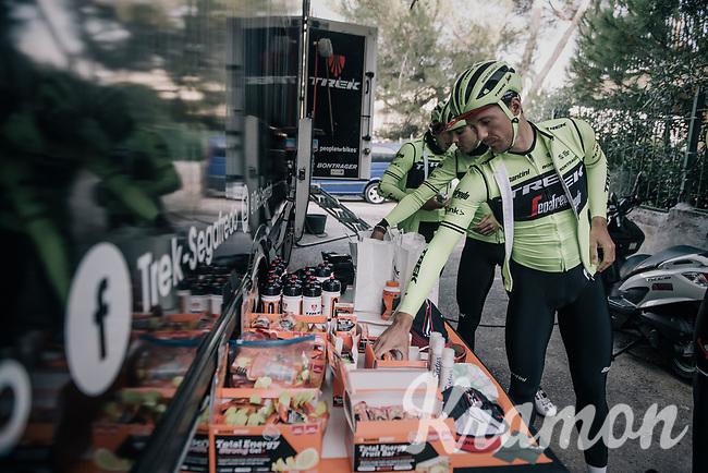 Edward THEUNS (BEL/Trek-Segafredo) grabbing the necessary nutrition for a long training ride<br /> <br /> Team Trek-Segafredo men's team<br /> training camp<br /> Mallorca, january 2019<br /> <br /> ©kramon
