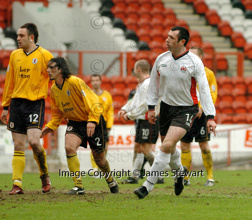 20040417    Copyright Pic: James Stewart.File Name : jspa08_clyde_v_raith.PAT KEOGH SCORES CLYDE'S FOURTH.....James Stewart Photo Agency 19 Carronlea Drive, Falkirk. FK2 8DN      Vat Reg No. 607 6932 25.Office     : +44 (0)1324 570906     .Mobile  : +44 (0)7721 416997.Fax         :  +44 (0)1324 570906.E-mail  :  jim@jspa.co.uk.If you require further information then contact Jim Stewart on any of the numbers above.........