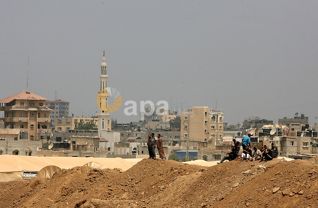 Palestinians watch during an Egyptian crackdown campaign on smuggling tunnels from the Gazan city of Rafah, on the border between Egypt and southern Gaza Strip September 1, 2013. Egyptian security forces have stepped up a crackdown campaign since July on smuggling tunnels dug beneath the Gaza-Egypt border, Hamas officials said. Photo by Eyad Al Baba