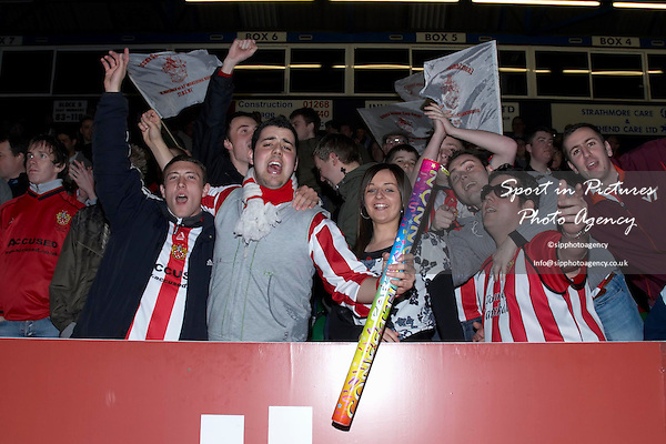 Looks like the Urchins supporters are looking forward to this game... AFC Hornchurch Vs Great Wakering Rovers (27/03/2007) - Essex Senior Cup Final