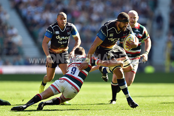 Taulupe Faletau of Bath Rugby goes on the attack. The Clash, Aviva Premiership match, between Bath Rugby and Leicester Tigers on April 8, 2017 at Twickenham Stadium in London, England. Photo by: Patrick Khachfe / Onside Images