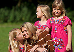Princess Alexia of The Netherlands (L) kisses her mother, Princess Maxima, while her sisters Ariane (2ndR) and Amalia pose for the annual summer photocall in Wassenaar July 7, 2012. REUTERS/Michael Kooren. (NETHERLANDS)