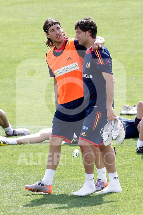 MADRID (25/05/09).- The Spanish Soccer national training session.  Sergio Ramos and Joan Capdevila...PHOTO: Cesar Cebolla / ALFAQUI
