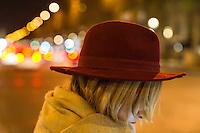 Parigi nella foto una donna sugli Champs-&Eacute;lys&eacute;es geografico Parigi 03/11/2016 foto Matteo Biatta<br /> <br /> Paris in the picture woman at Champs-&Eacute;lys&eacute;es geographic Paris 03/11/2016 photo by Matteo Biatta