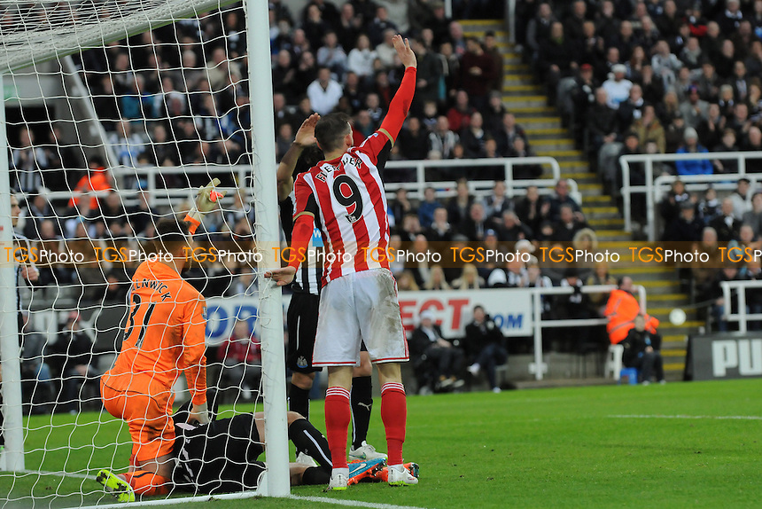 Steven Fletcher of Sunderland calls for mediac after his clash with Steven Taylor of Newcastle United - Newcastle United vs Sunderland AFC - Barclays Premier League Football at St James Park, Newcastle upon Tyne - 21/12/14 - MANDATORY CREDIT: Steven White/TGSPHOTO - Self billing applies where appropriate - contact@tgsphoto.co.uk - NO UNPAID USE