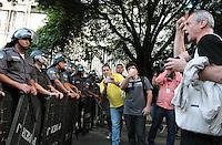 RIO DE JANEIRO, RJ, 11 JULHO 2013 - DIA NACIONAL DE LUTA - Manifestante protesta contra a presença da Polícia Militar na passeata do dia nacional de luta na Candelária no centro do Rio de Janeiro nessa, quinta 11. (FOTO: LEVY RIBEIRO / BRAZIL PHOTO PRESS)