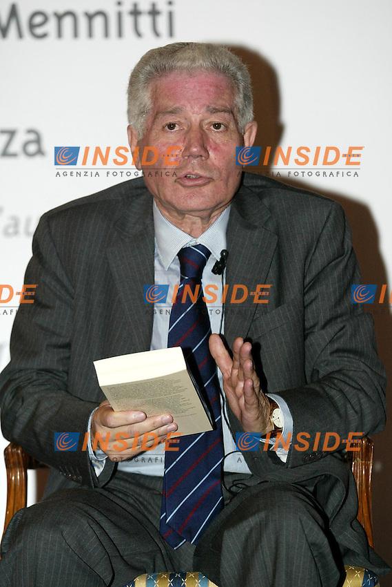 Roma 18 giugno 2003<br /> Presentazione del libro &quot;Euroglobal&quot; di Adolfo Urso.<br /> Nella foto Domenico Mennitti<br /> foto Andrea Staccioli Insidefoto