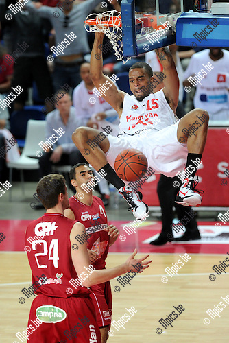 2012-05-22 / Basketbal / seizoen 2011-2012 / Play-Offs / Antwerp Giants - Charleroi / Julian Vaughn (Antwerp) met een krachtige dunk..Foto: Mpics.be