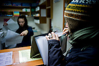 Les professeurs des écoles croates doivent le plus souvent utiliser leur propre papier pour photocopier les documents-supports nécessaires à leurs activités. Le rituel passe chaque matin par la boutique de photocopies.